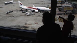 Un avion de la Malaysian Airlines, à l'aéroport de Kuala Lumpur, le 19 juillet.