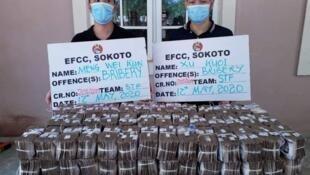 Wasu 'yan kasar China 2 da hukumar EFCC ta kama suna kokarin baiwa daya daga cikin shugabanninta cin hancin naira miliyan 100.