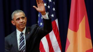 Tổng thống Mỹ Barack Obama sau khi phát biểu tại Trung tâm Hội nghị Quốc gia Hà Nội ngày 24/05/2016.