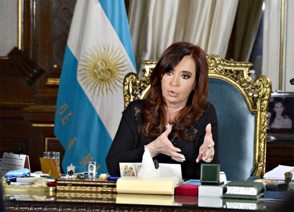 Em uma carta publicada em seu site na manhã desta quinta-feira (22), a presidente argentina, Cristina Kirchner, rebateu as acusações do promotor Alberto Nisman no suposto encobrimento de agentes iranianos no caso Amia.