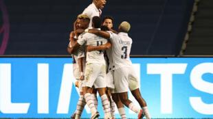 La joie des joueurs parisiens après l'égalisation de Marquinhos à la 90e minute.