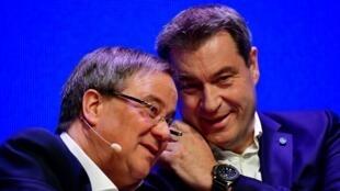 Armin Laschet (g.) et Markus Söder (d.) lors d'un meeting pour les élections européennes à Muenster, le 27 avril 2019.