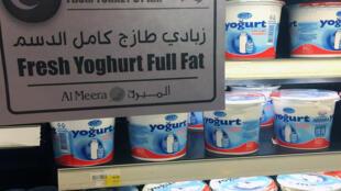 Yogures importados de Turquía en un supermercado de Doha, el 9 de junio de 2017.