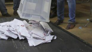 Opération de vote au Burkina Faso: la réforme du code électoral suscite de vives réactions de l'opposition..