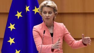 La presidenta de la Comisión Europea, Ursula Von der Leyen,  durante una sesión plenaria en el Parlamento Europeo de Bruselas, el 16 de septiembre de 2020