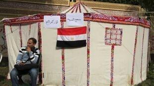 Un opositor a Mursi acampaba frente al palacio presidencial, el 5 de diciembre de 2012 en El Cairo.
