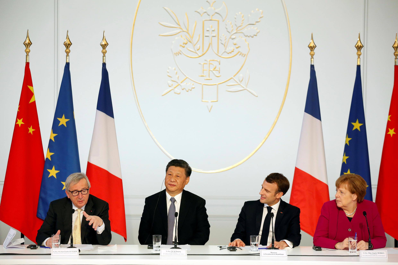 Từ phải sang: Thủ tướng Đức Angela Merkel, tổng thống Pháp Emmanuel Macron, chủ tịch Trung Quốc Tập Cận Bình và chủ tịch UBCA Jean-Claude Juncker trong cuộc họp báo tại Paris, ngày 26/03/2019