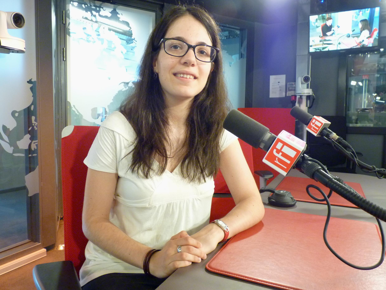 Clara Renedo Mirambell en los estudios de RFI.