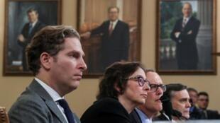 Les professeurs de droit Noah Feldman, Pamela Karlan, Michael Gerhardt et Jonathan Turley ont été auditionnés par les députés américains dans le cadre de la procédure de destitution de Donald Trump.