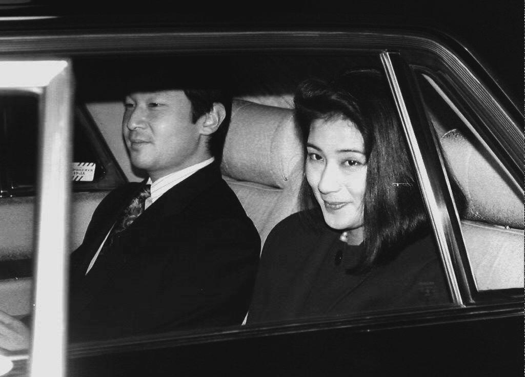 Japanese Crown Prince Naruhito and his fiancée Masako Owada arrive at the Akasaka Palace to attend a dinner hosted by Emperor Akihito and Empress Michiko in Tokyo in 1993.