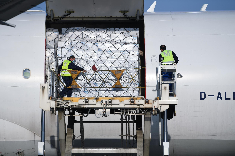 Livraison de masques en provenance de Chine à l'aéroport de Munich. (Image d'illustration)
