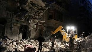 Busca por sobreviventes em Aleppo (27/09/16).