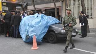 伊朗核子專家穆斯大發-艾赫麥迪-羅斯漢遇襲身亡的爆炸現場照片11012012