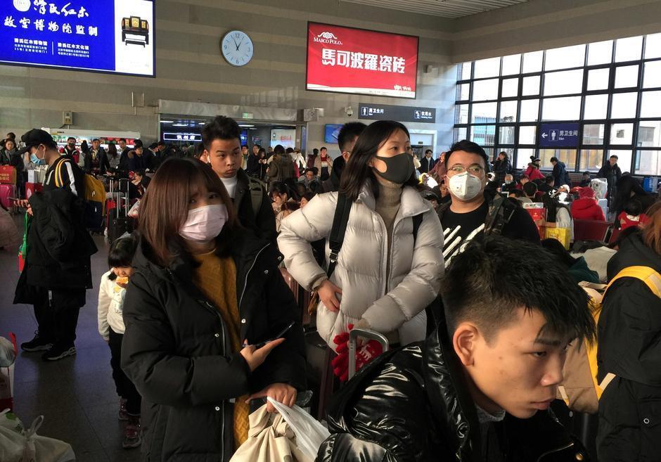 Fasinjoji a wata tashar jirgin kasa dake Beijing babban birnin kasar China. 20/1/2020. REUTERS/Stringer