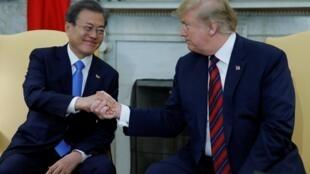 Rais wa Korea Kusini Moon Jae-in na mwenzake wa Marekani Donald Trump katika ikulu ya White House, Aprili 11, 2019.