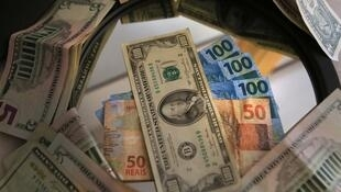 Câmbio favorável contribuiu para manter os investidores estrangeiros no Brasil