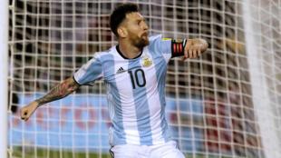 Lionel Messi yayinda ya zura kwallo a ragar kasar Chile.