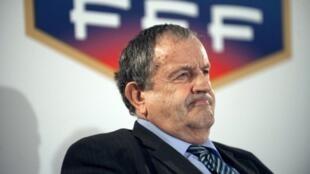Fernand Duchaussoy, presidente de la FFF,  fue acusado de racismo por un artículo del sitio de información Médiapart.