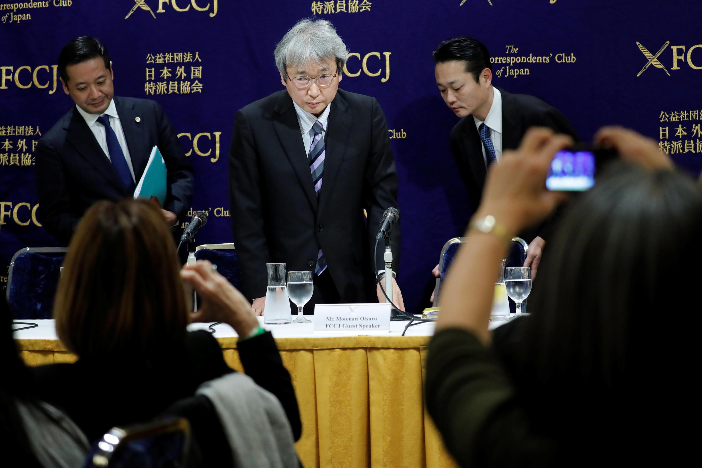Motonari Otsuru, advogado de Carlos Ghosn, em conferência de imprensa em Tóquio, a 8 de Janeiro de 2019.