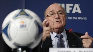 Shugaban Hukumar FIFA  Sepp Blatter lokacin da yake ganawa da manema labarai a birnin Tokyo bayan kammala taronsu  shugabannin hukumar