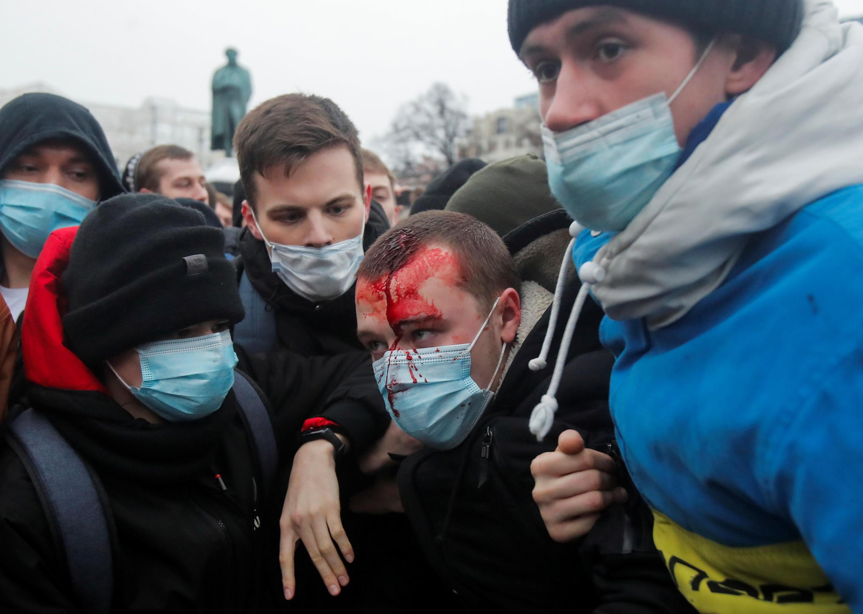 2021-01-23T172019Z_1739038207_RC2TDL9CW0M3_RTRMADP_3_RUSSIA-POLITICS-NAVALNY-PROTESTS