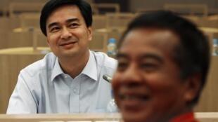 Thủ tướng Thái và lãnh đạo phe Áo Đỏ tại Bangkok ngày 28/3
