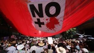 «Plus de sang», c'était l'un des slogans de cette nouvelle marche contre la violence qui a relié la ville de Cuernavaca à 80 km de Mexico et la capitale, 8 mai 2011.