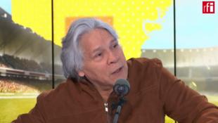El poeta ecuatoriano radicado en Francia, Ramiro Oviedo, en Escala en París.