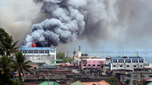 Giao tranh giữa quân đội và phiến quân thánh chiến vẫn diễn ra ác liệt bên trong thành phố Marawi, Philippines. Ảnh chụp ngày 14/06/2017.