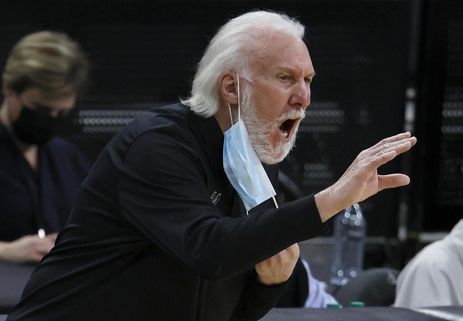 "法廣存檔圖片 - Image d'archive RFI : L'entraîneur-chef des San Antonio Spurs, Gregg Popovich, a critiqué la décision du gouverneur du Texas, Greg Abbott, de mettre fin au mandat de masque de l'État comme ""ignorant"""