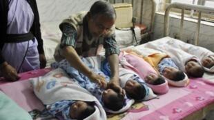 Na Índia, a maioria das pessoas prefere ter filhos homens. Estima-se que milhões de mulheres deixaram de nascer por causa dos abortos seletivos .