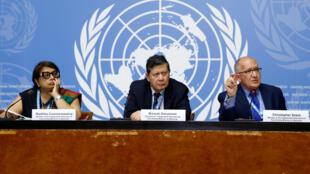 Ba thành viên của ủy ban quốc tế điều tra về Miến Điện họp báo tại trụ sở Liên Hiệp Quốc ở Genève ngày 18/09/2018.