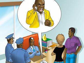 Kwame akiwa na askari polisi wakijadili madai ya mtekaji nyara