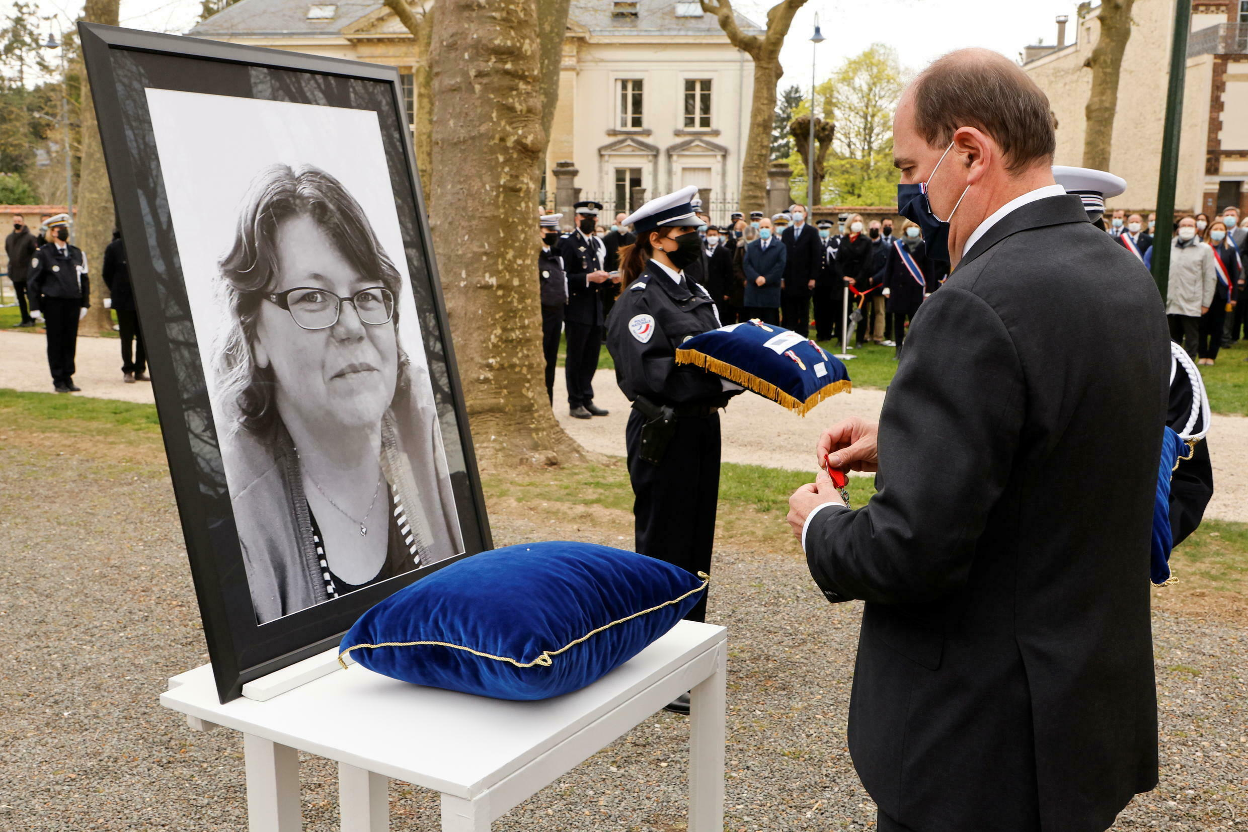 2021-04-30T092947Z_798743880_RC296N9D4OXJ_RTRMADP_3_FRANCE-SECURITY-TRIBUTE (1)