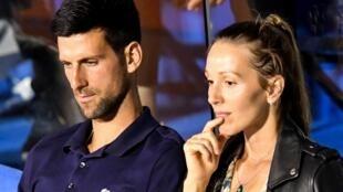 Novak Djokovic y su esposa, Jelena, durante un partido del Adria Tour, el 14 de de junio de 2020 en Belgrado