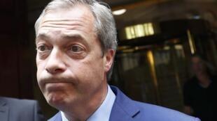 Nigel Farage que fez campanha pelo Brexit, demitiu-se da liderança do UKIP