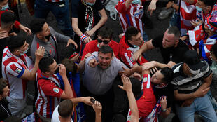 Athletico Madrid fans defeid local lockdown protocol to celebrate their league title on the steets