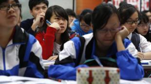 疫情還未爆發時,曾經備戰高考的香港學生們。