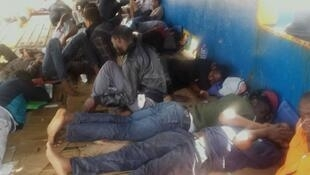 Les quarante migrants bloqués au large de la Tunisie pendant deux semaines.
