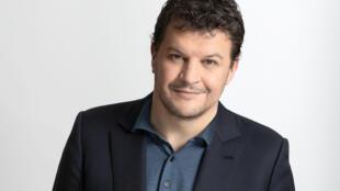 """Guillaume Musso présente son nouveau livre """"La vie est un roman"""", aux éditions Calmann Levy."""