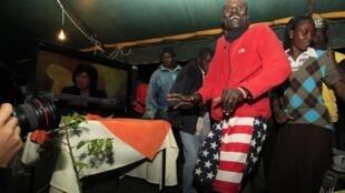 Des partisans du président Obama à Nyangoma Kogelo au Kenya, le 6 novembre 2012.