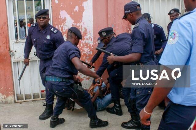 Carga policial contra manifestantes em Luanda 15/10/2019