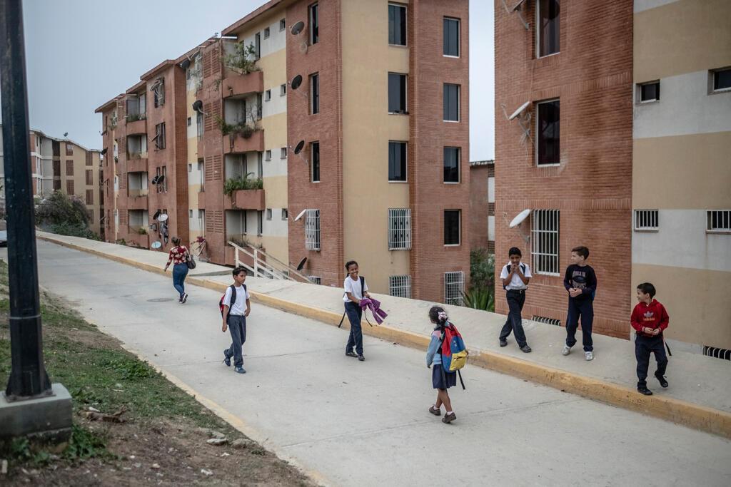 Comme dans beaucoup d'endroits au Venezuela, à Ciudad Caribia les habitants ne reçoivent de l'eau que trois jours par semaine, l'après-midi.