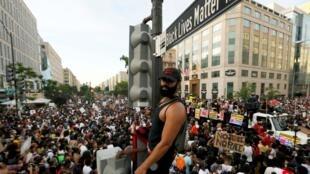 Sur la 16e rue à Washington, rebaptisée «—Black Lives Matter Plaza—», le 6 juin 2020.