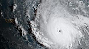 На острова Карибского бассейна и юго-восточное побережье США надвигается беспрецедентный по мощности ураган «Ирма».