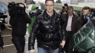 Ralf Schumacher chega neste sábado, 4 de janeiro de 2014, ao hospital de Grenoble onde seu irmão Michael Schumacher está internado; a família pediu que a imprensa respeite sua privacidade.