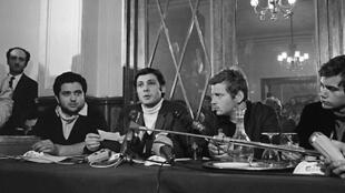 Les trois leaders de Mai-68, en France, lors d'une conférence de presse, le 11 mai à Paris. De g. à dr. : Alain Geismar, Jacques Sauvageot, Daniel Cohn-Bendit.