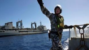 澳大利亞海軍船隻在南印度洋搜尋馬航失蹤客機2014年4月2日