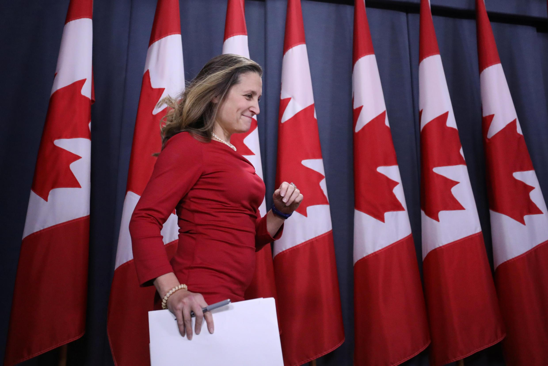 Ministra das Relações Exteriores do Canadá, Chrystia Freeland, pressiona Pequim pela libertação de cidadãos canadenses.
