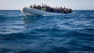 Estabeleceram nomeadamente um acordo com a Líbia que visa fazer com que os migrantes não cheguem a águas internacionais.